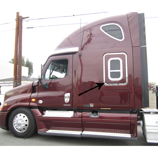 SS Freightliner Cascadia Bottom Outer Window Frame Trim
